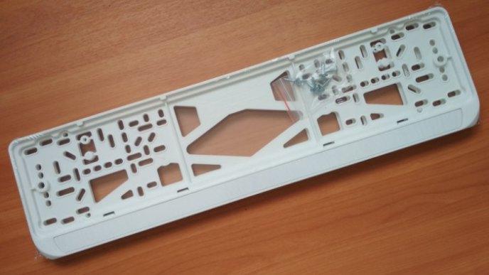 Автомобильные белые номерные рамки