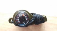 Спортивный свисток с компасом, термометром зеленый